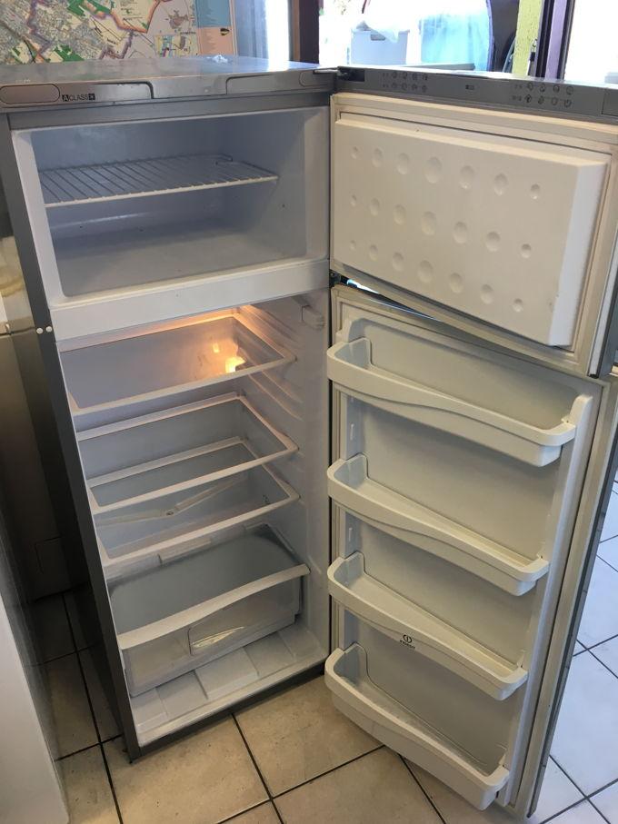 Indesit RA 27 kombinált hűtő belső