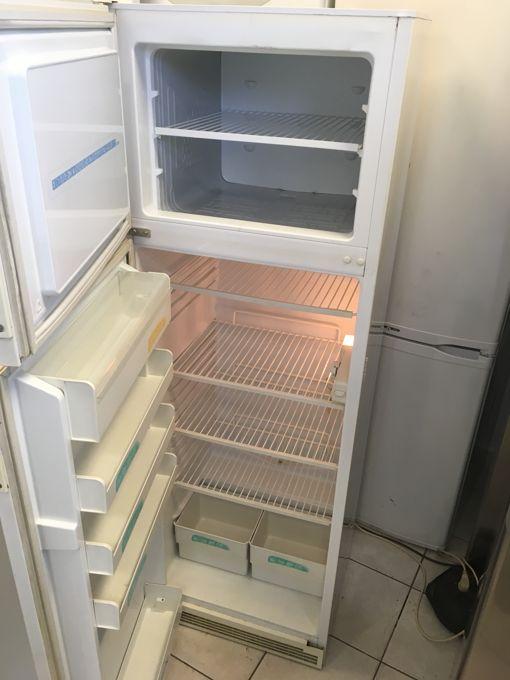 Zanussi LOR 2804 felülfagyasztós hűtő belső